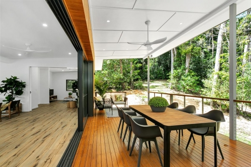 cairns-builder-deck-sliding-doors