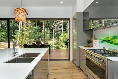 cairns-builder-kitchen-deck