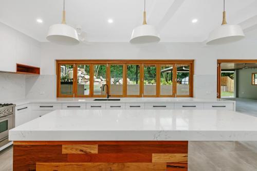 cairns-builder-renovations-kitchen-biford-windows