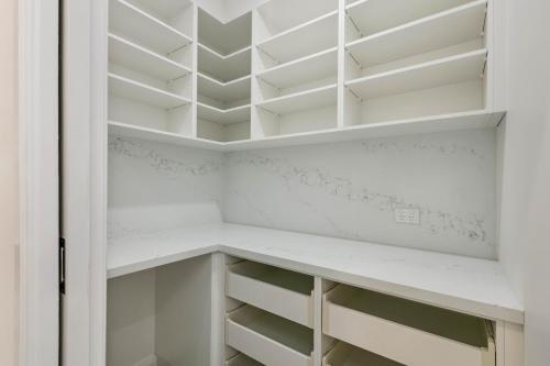 cairns-builder-renovations-kitchen-pantry