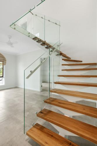 cairns-builder-renovations-modern-staircase