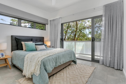 cairns-builder-master-bedroom-balcony