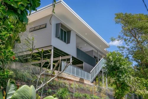 cairns-builder-new-hillslope-home