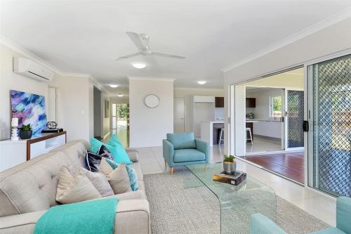 cairns-builder-living-room-coastal