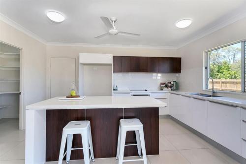 cairns-builder-new-home-kitchen-island