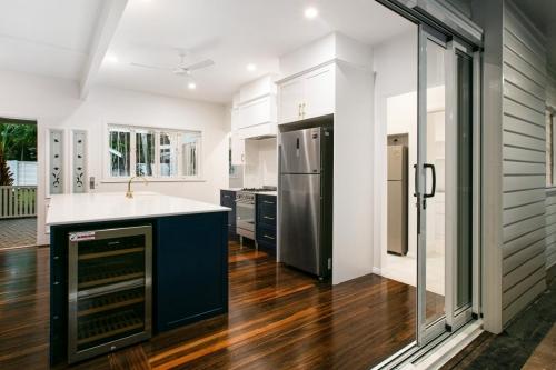 cairns-builder-renovation-hamptons-kitchen
