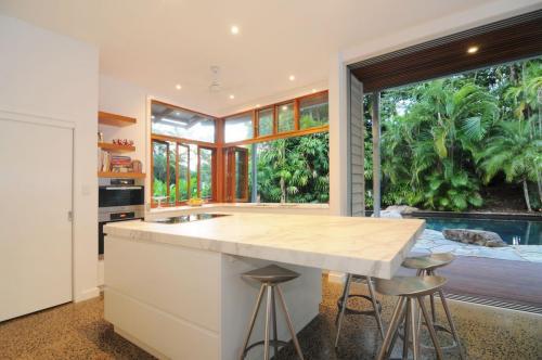cairns-builder-renovation-kichen-honed-benchtop