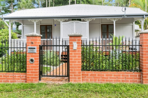 cairns-builder-brick-iron-fence