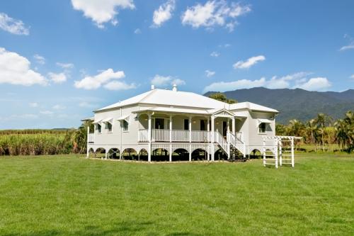 cairns-builder-exterior-queenslander-home