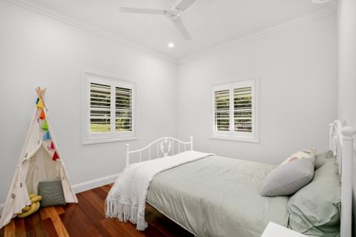 cairns-builder-queenslander-bedroom