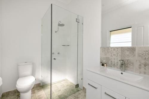 cairns-builder-queenslander-ensuite-bathroom